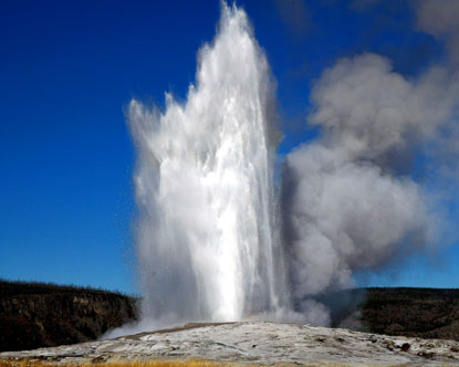 'Old Faithful' (Yellowstone National Park) is een voorbeeld van een kegelgeiser
